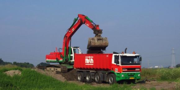 Kraan JCB 260 en vrachtwagen 8x4